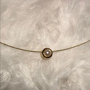Jewelry - Tiny pearl necklace.